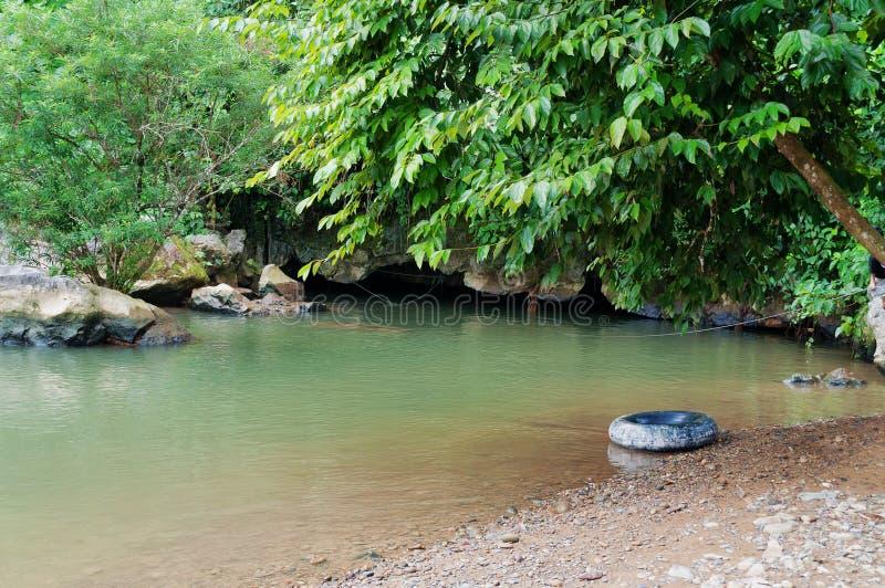 Tham Nam (cueva del agua). Vang Vieng. Laos. imágenes de archivo libres de regalías