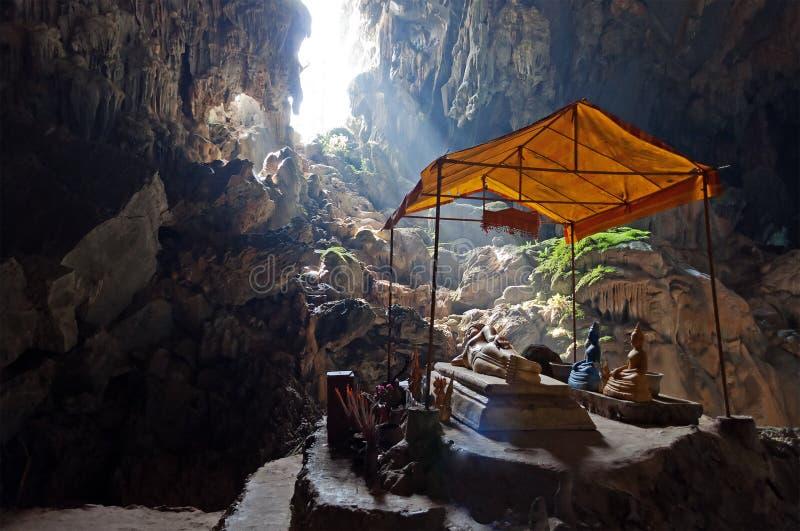 Tham Phu Kham jama blisko Vang Vieng. Laos obrazy royalty free