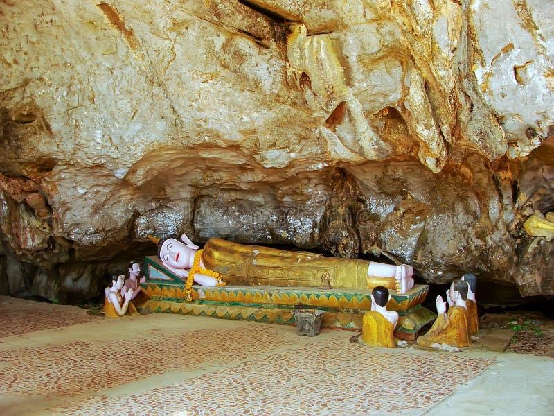 Tham sjöng tempelelefantgrottan nära Vang Vieng, Vientiane Prov arkivfoto