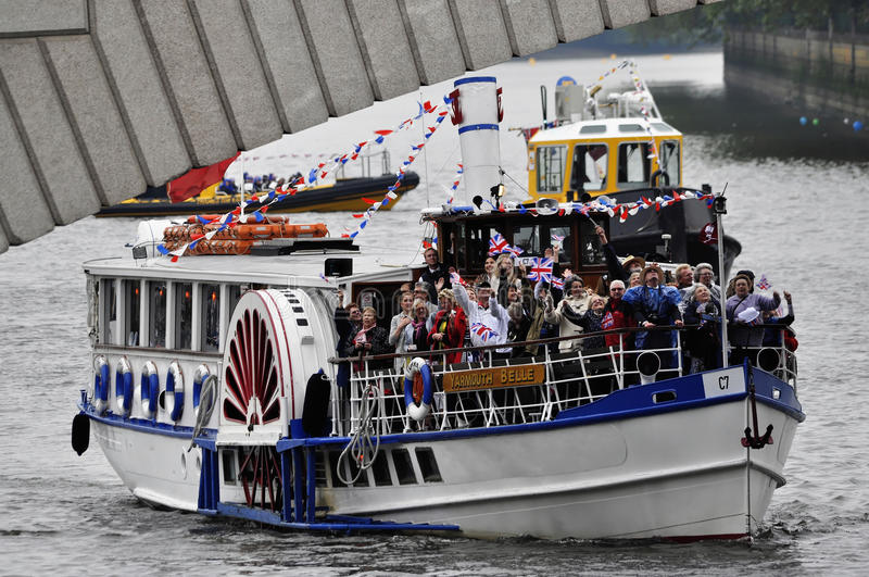 Download The Thames Diamond Jubilee Pageant Editorial Stock Photo - Image of putney, flag: 25111968