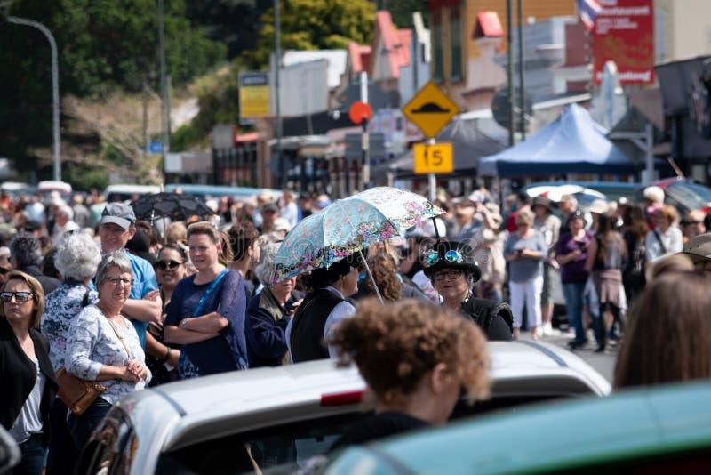Thames Waikato, Listopad, - 10: Parowa Punkowa parada na Listopadzie 10, 2018 na głównej ulicie Thames w Nowa Zelandia obraz royalty free