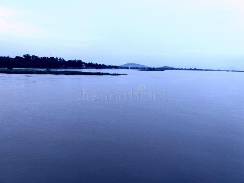 Thanh Hoa River Song Ma por aguas arriba de enmarañamiento, Vietnam fotografía de archivo