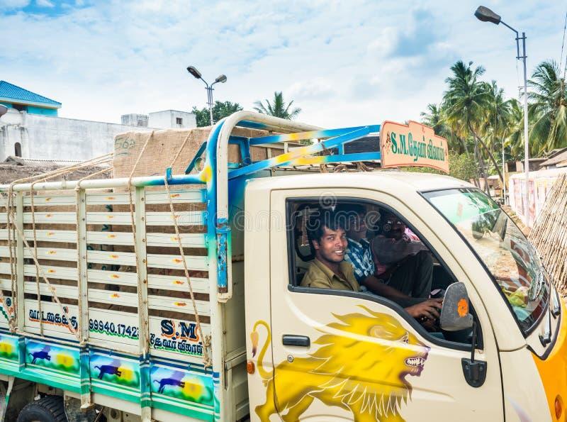 THANJAVOUR,印度- 2月13 :一未认出的印地安人ridi 免版税库存图片