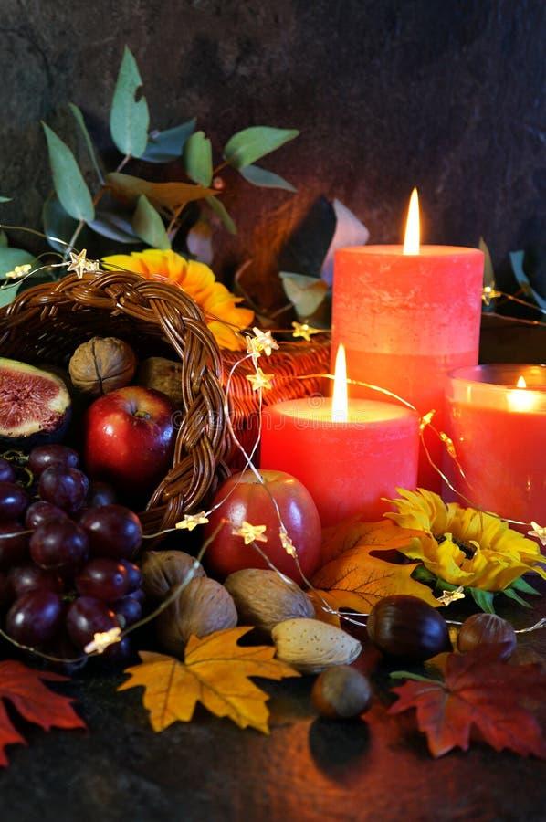 Thanksgiving cornucopia tafel setting Centraal stuk close-up stock foto