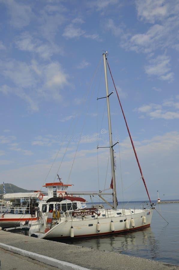 Thassos, le 21 août : Yacht ancré dans le port de Limenas de l'île de Thassos en Grèce photo stock