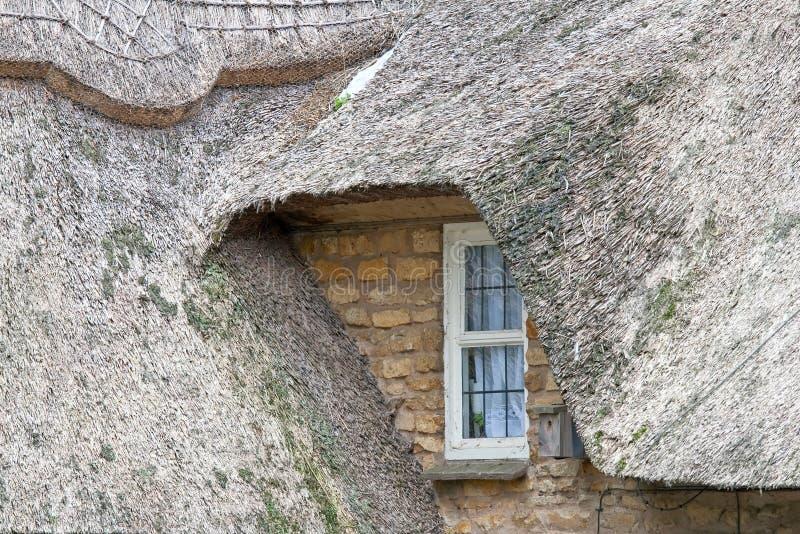 Thatched Dach-Haus lizenzfreie stockfotos
