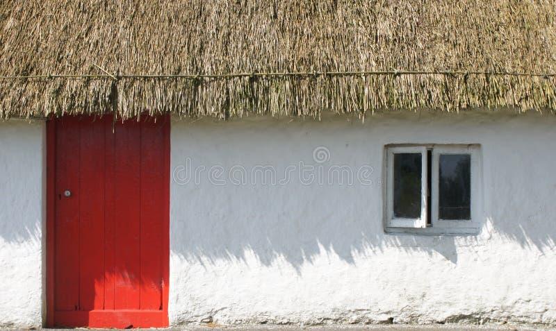 Thatched Häuschen lizenzfreies stockfoto