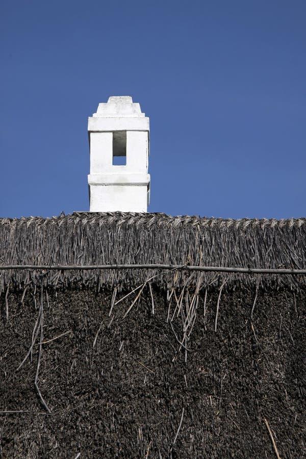 thatched hus royaltyfri bild