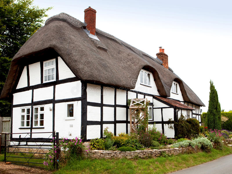 thatched stuga royaltyfria foton