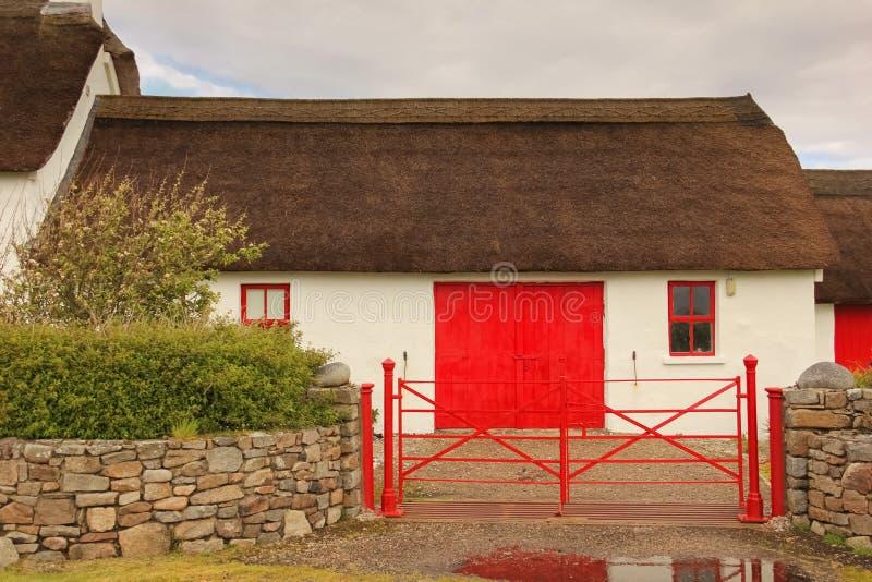 thatched stuga Fanad huvud Ståndsmässiga Donegal ireland arkivfoton