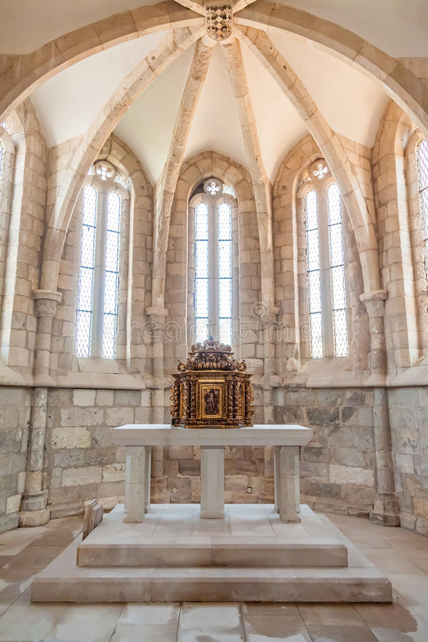 Free The Aisle, Altar And A Gilded Baroque Tabernacle In The Medieval Church Of Santa Cruz. Royalty Free Stock Photos - 71617488