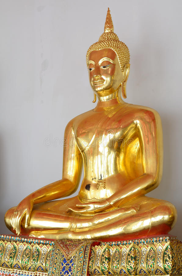 Free The Buddha Gold Statue Royalty Free Stock Photos - 26928438