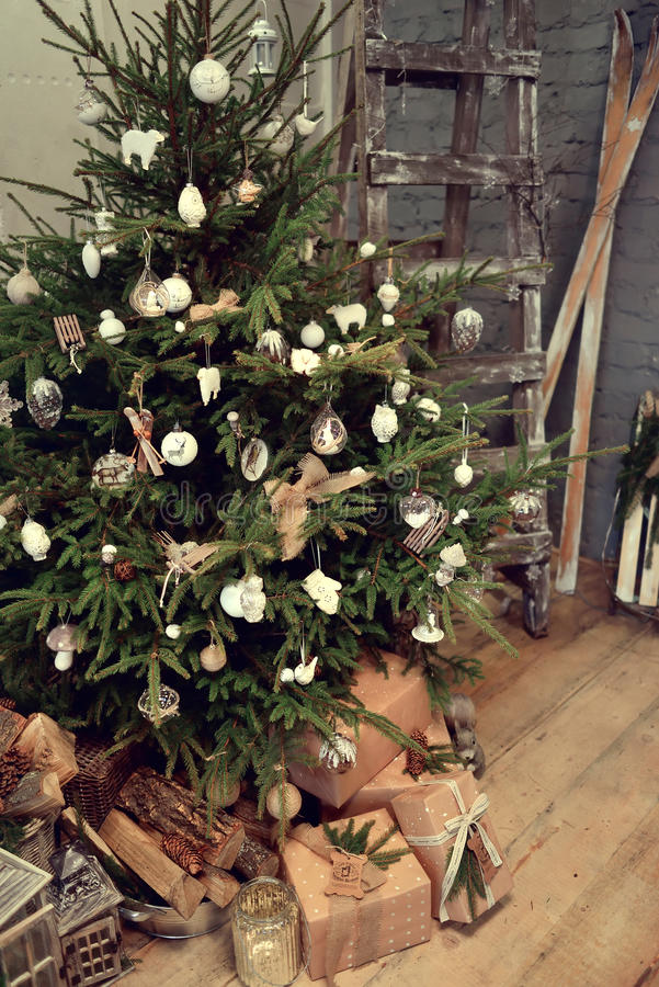 Free The Christmas Tree In Bossage Stock Images - 48254414