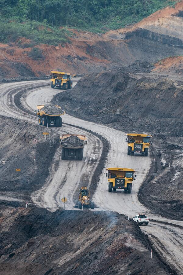 Free The Dump Truck In The Quarry., Production Of Coal In The Coal Mine Royalty Free Stock Photo - 180861245