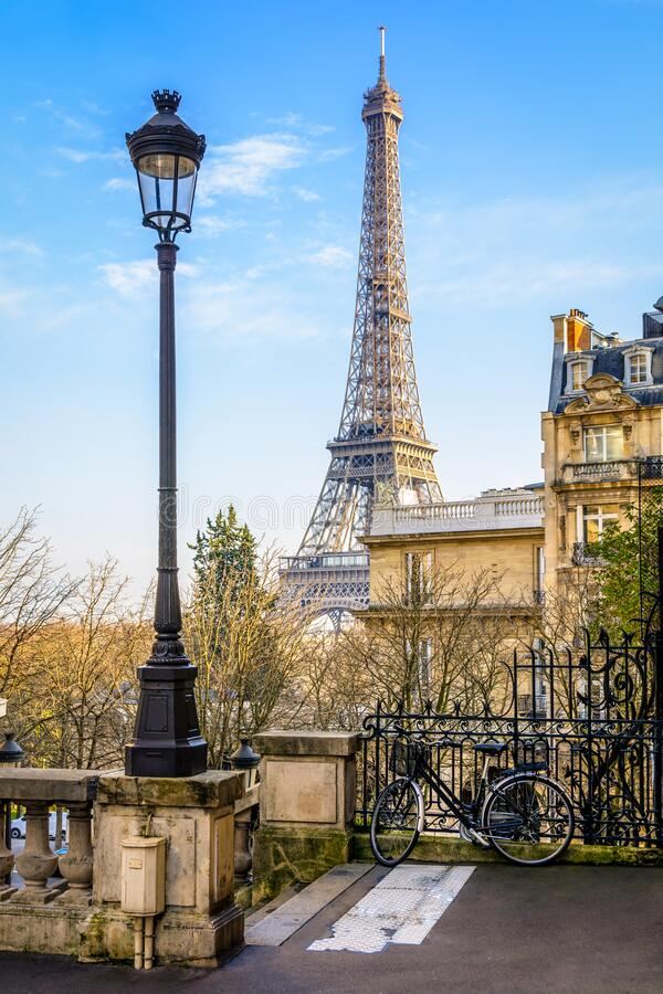 Free The Eiffel Tower Seen From A Small Dead-end Street Stock Photos - 179502103