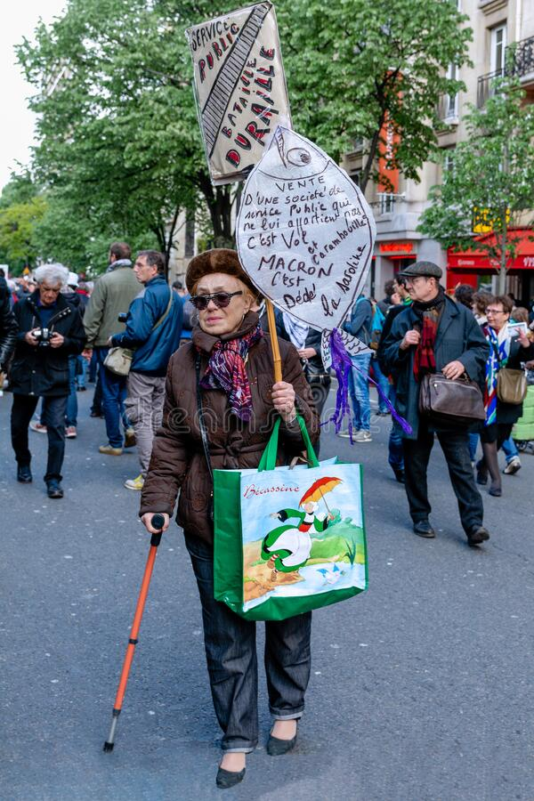 Free The Old Lady Protester In Paris Stock Photography - 170756322