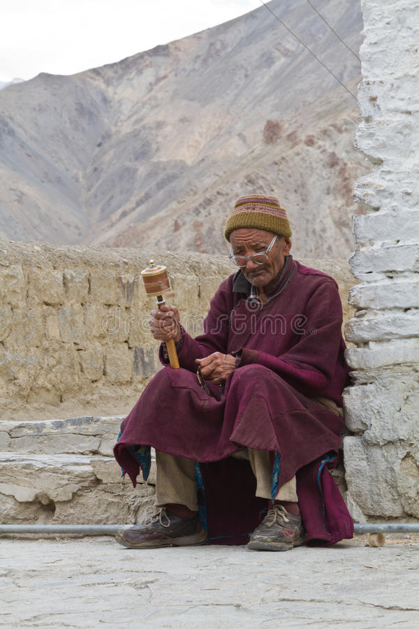 Free The Old Man With The Prayer Wheel Stock Images - 36212784