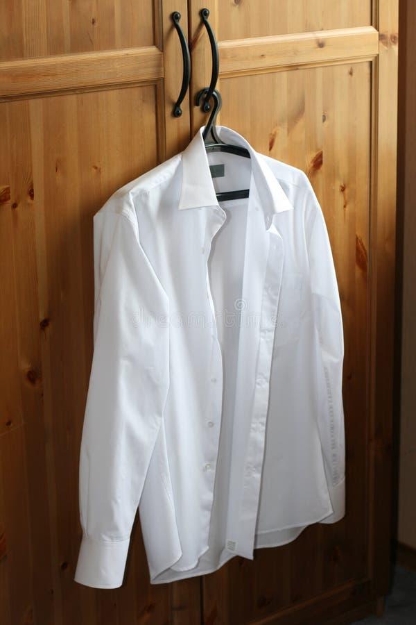 Free The White Man S Shirt Royalty Free Stock Photos - 4866788