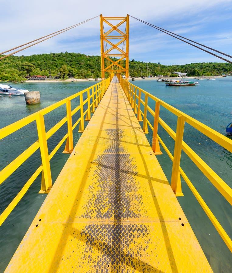 Free The Yellow Bridge Between Nusa Ceningan And Nusa Lembongan Stock Images - 88974534