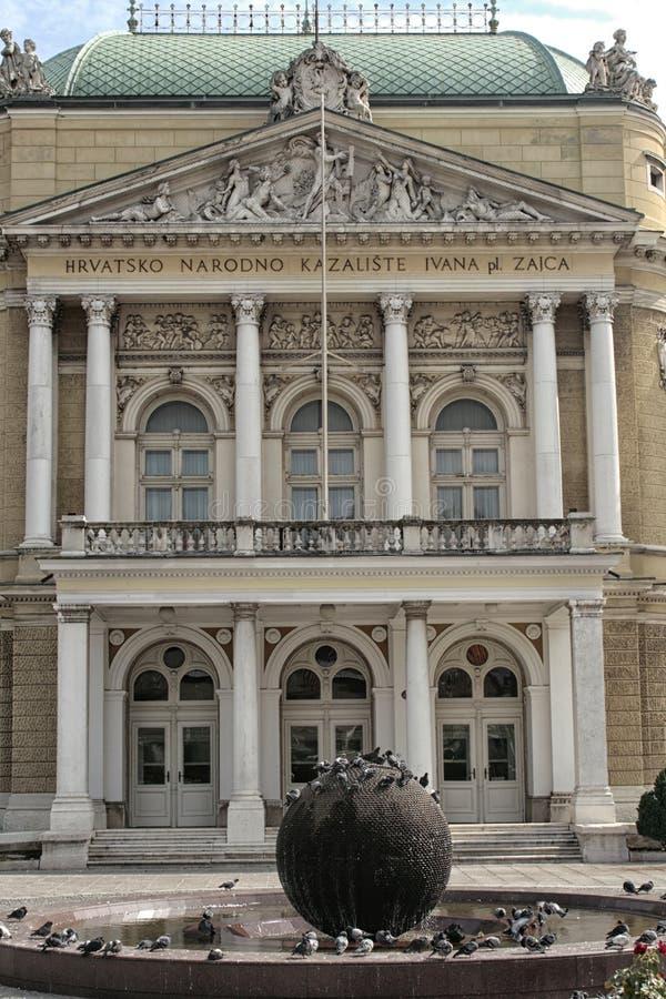 Theatar ingång i den Rijeka staden i Kroatien royaltyfri fotografi