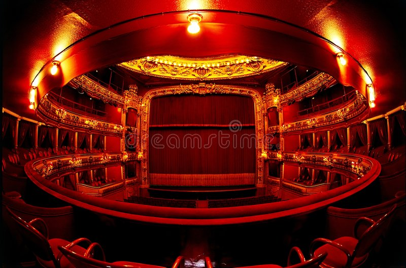 Theater im Rot lizenzfreie stockbilder