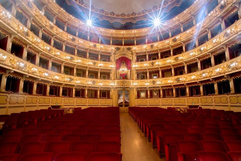 Theater, Innenansicht, Arena und Balkone stockfoto