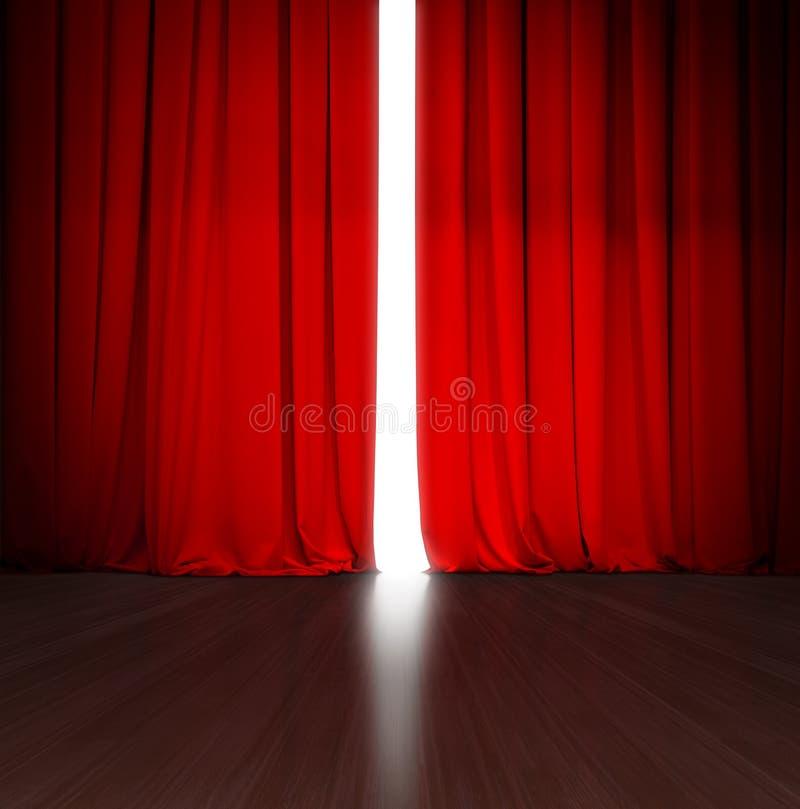 Theater rood gordijn lichtjes open met helder licht erachter en houten stadium of scène stock foto