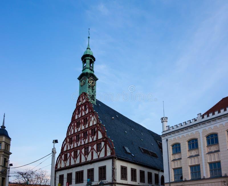 Theater und Rathaus in Zwickau in Sachsen Deutschland stockbilder