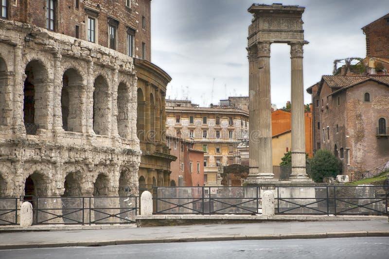 Theater van Marcellus en Tempel van Apollo Sosianus in Rome - Italië royalty-vrije stock afbeelding