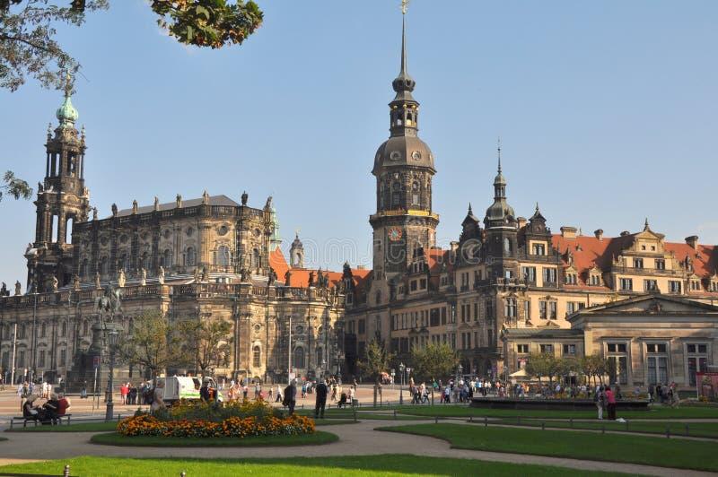 Theaterplatz com vista à catedral católica de Dresden, Alemanha fotografia de stock