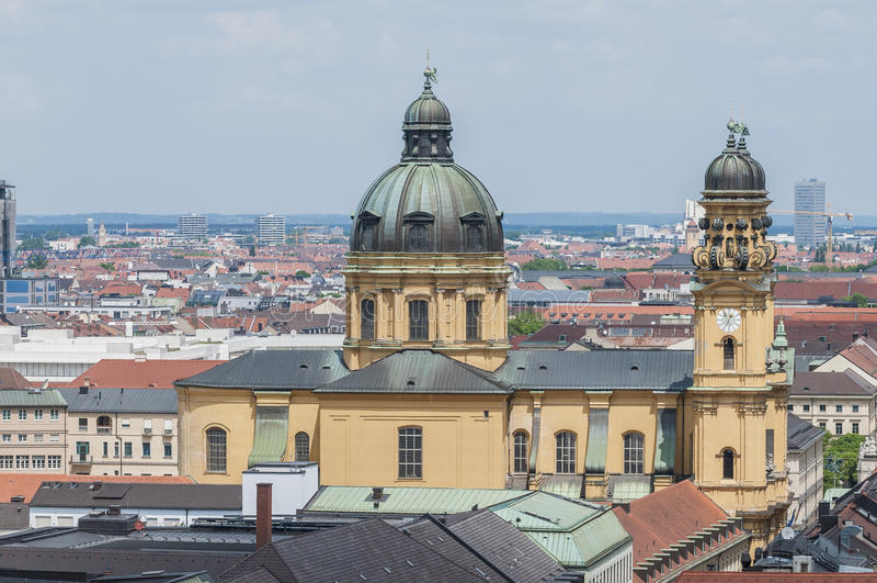 Theatinerkirche St. Kajetan in München, Duitsland royalty-vrije stock foto's