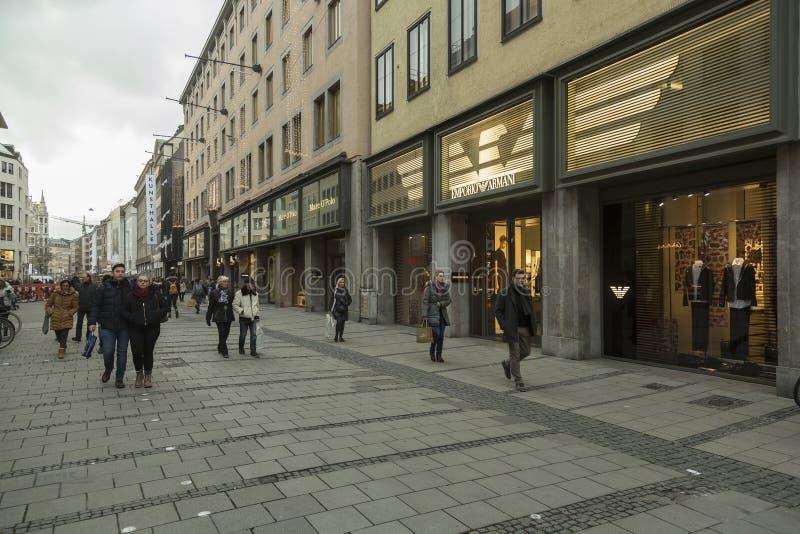 Theatinerstraße в старой части Мюнхена стоковая фотография rf