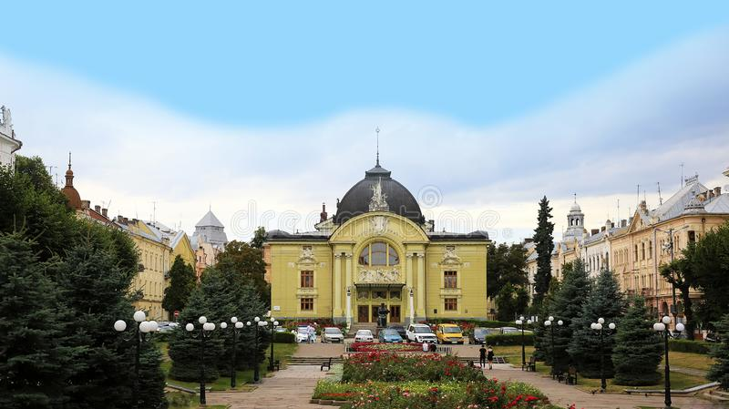 Theatre Teatralna Kwadratowy kwadrat w Chernivtsi mie?cie w Ukraina obrazy royalty free