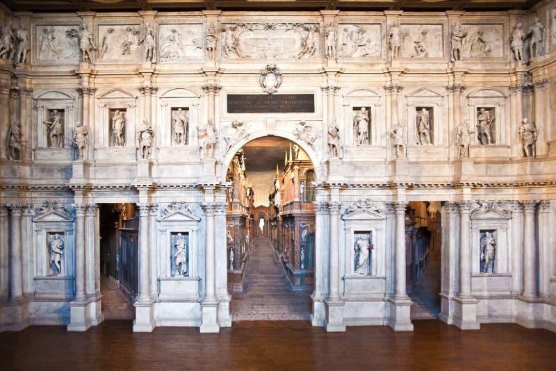 Theatro Olympico в Vicenca самые старые декорации и реквизит выдерживать стоковое изображение