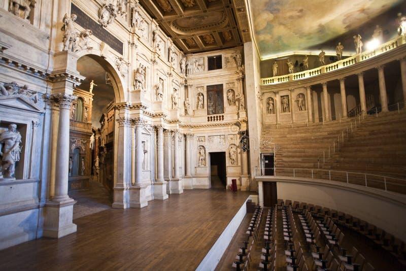 Theatro Olympico в Vicenca самые старые декорации и реквизит выдерживать стоковые изображения rf