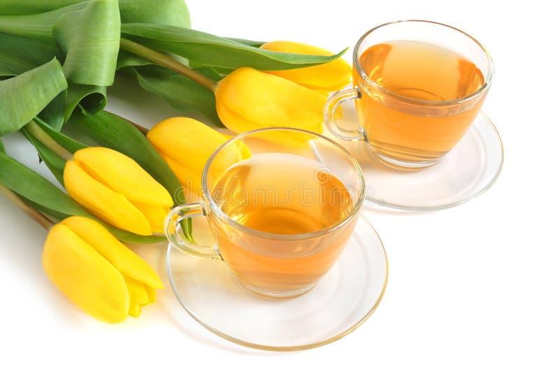 Thee en tulpen stock afbeelding