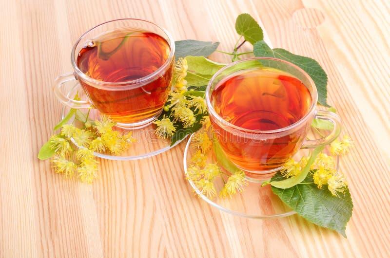 Thee met lindebloemen stock afbeelding