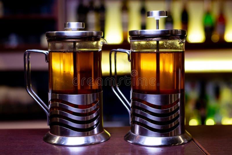 thee in theepotten stock afbeeldingen