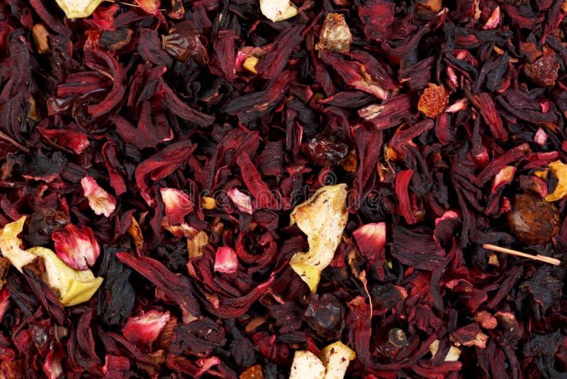 Thee van het mengsel de kruiden bloemenfruit met bloemblaadjes, droge bessen en fru stock fotografie