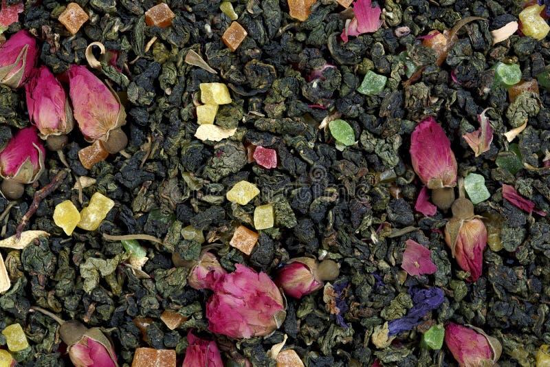 Thee van het mengsel de kruiden bloemenfruit met bloemblaadjes en droge bessen De Foto van de hoge Resolutie royalty-vrije stock fotografie