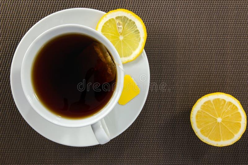 Theekop en plak van citroen stock foto
