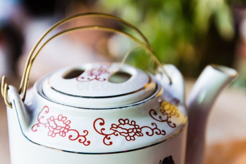 Theepot met thee in Azië. royalty-vrije stock afbeeldingen