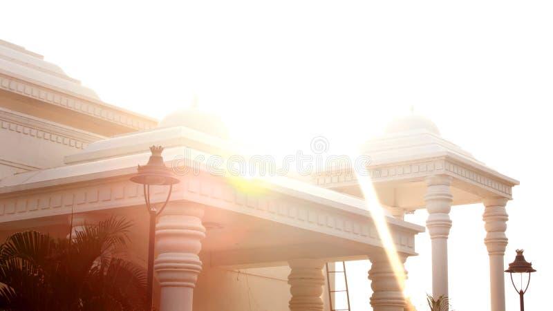 TheKarikala Cholan Manimandapam con il sole rays- il corridoio situato nel grande Kallanai fotografia stock