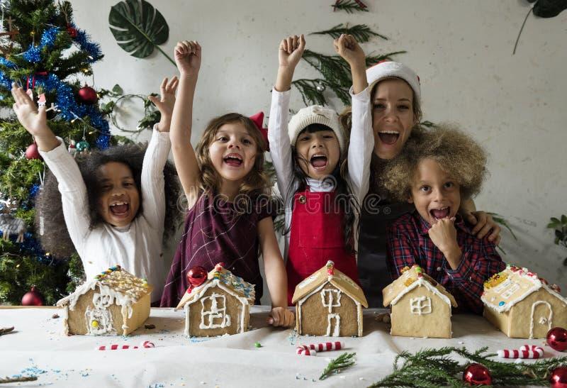 Themazeichnungsdekoration der Weihnachtsgoldenen Glocke stockfoto