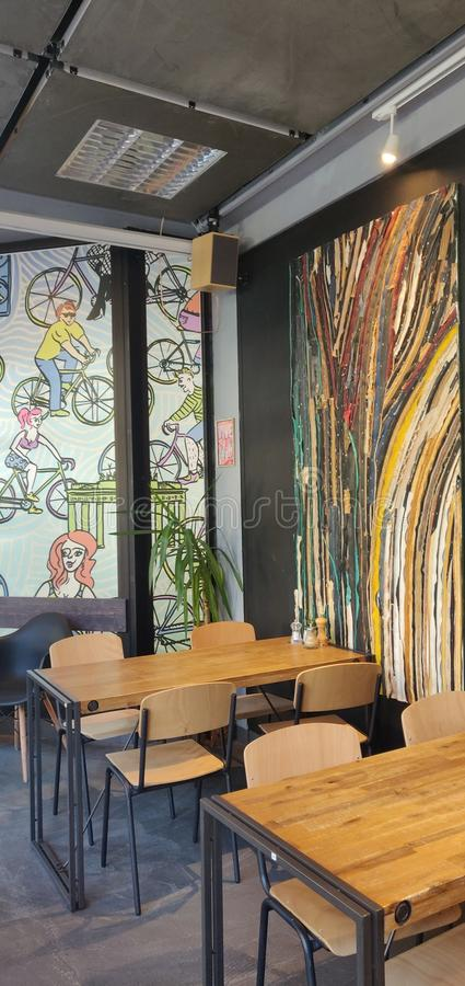 Themenorientierte Kaffeestube des Fahrrades am ruhigen Nachmittag stockfotos