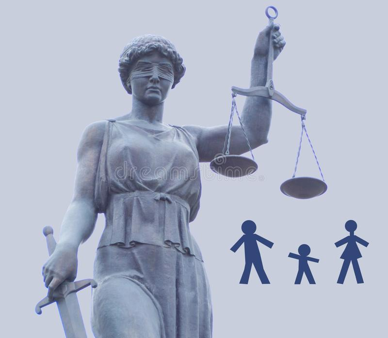 Themis正义的女神的雕象  三口之家分开分裂 免版税图库摄影