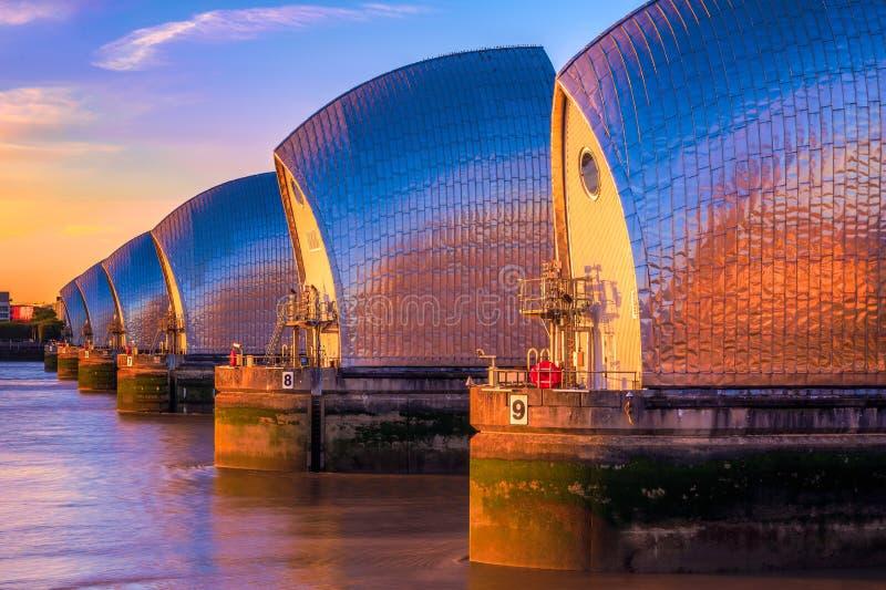 Themsenbarriär i London royaltyfria bilder