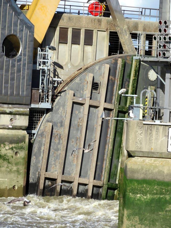 Themsenflodbarriär royaltyfri fotografi