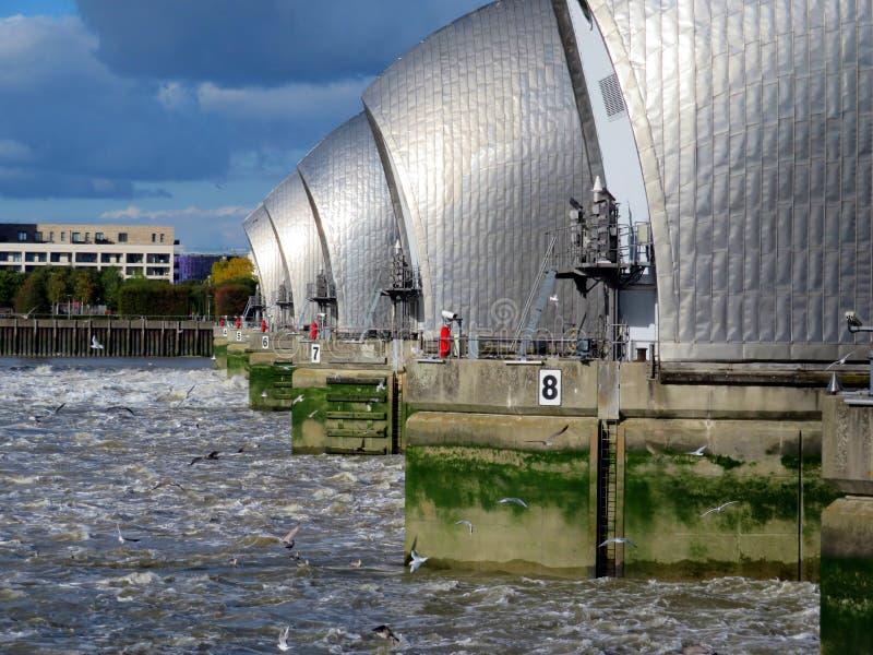 Themsenflodbarriär royaltyfri foto