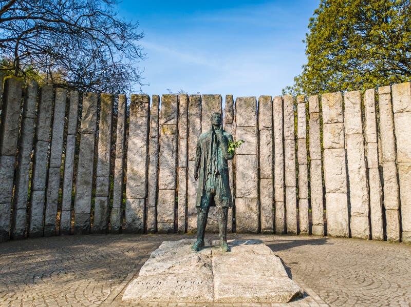 Theobald Wolfe Tone Statue em Stephens Green em Dublin imagem de stock royalty free